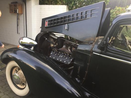 Cadillac V8 Sedan