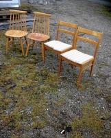 2 st teak, 2 st Edsby-stolar och 1 st köksstol