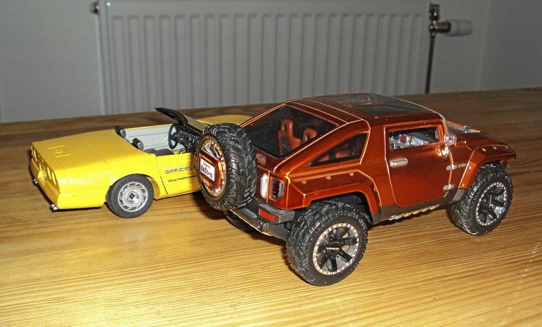 1:24 Hummer HX + Chevrolet Corvette