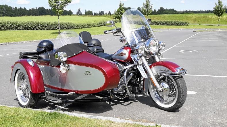 mobile_Harley-Davidson med sidvagn