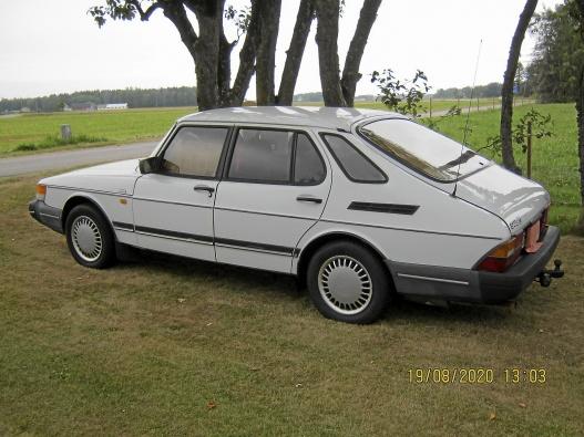 Tre vita Saab 900 og