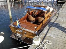 Kabinbåt av trä