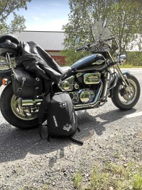 mobile_Suzuki Marauder vz800