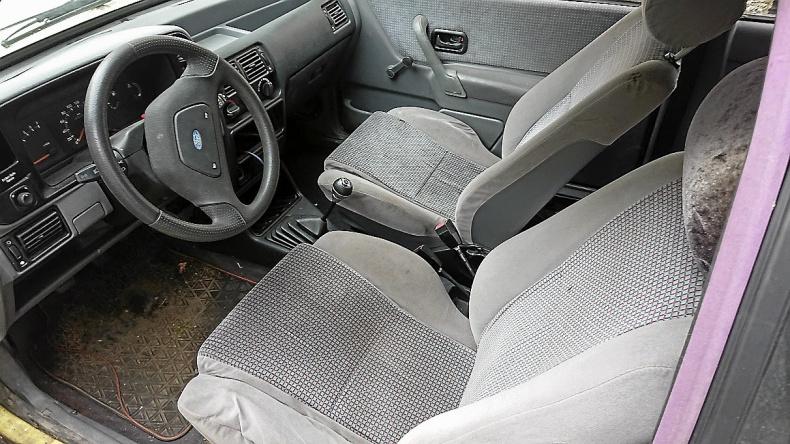 Ford Escort 1,6 GHia Cab
