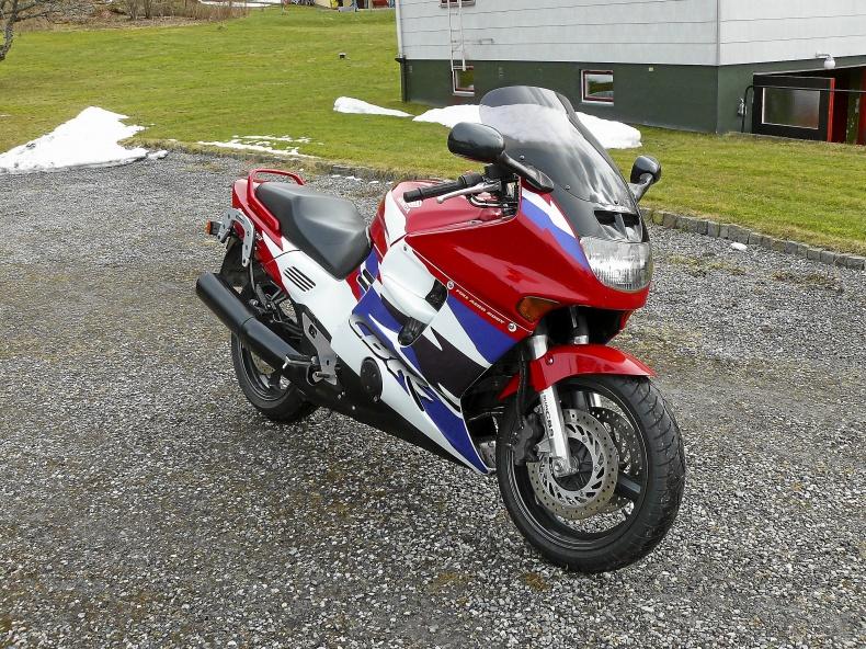 mobile_Honda CBR 1000 F