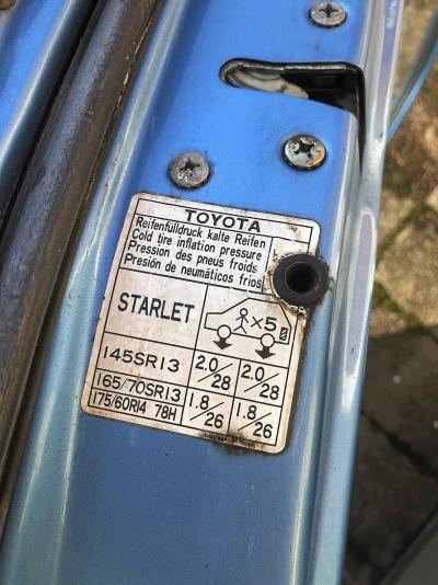 Toyota Starlet dörrar och lampor