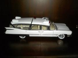 1959 Cadillac Ambulance Plåt 1:18