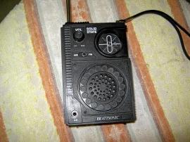 Liten gammal transistorradio