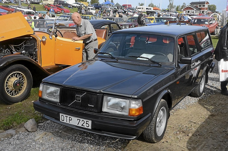VOLVO 245 TURBO (245-462)