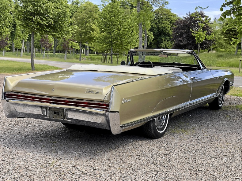 Buick Electra 225 Convertible med 425:a