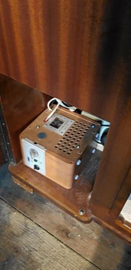 Radio-skivspelare-skåp