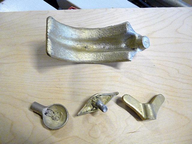 MERCEDES BENZ DELAR, ny gjutna i brons