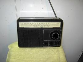 Gammal transistorradio National.