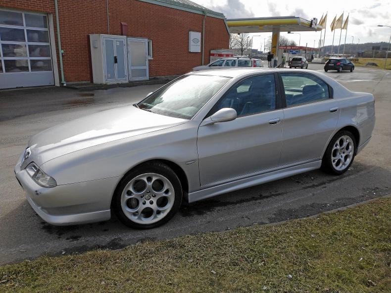 Alfa Romeo 166 2.5 v6 i fint skick