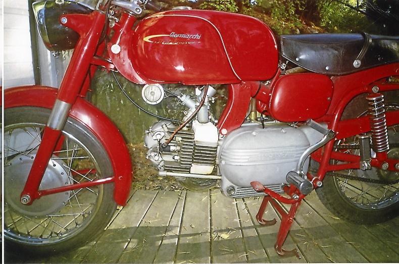mobile_ Aermacchi 250 cc Verde