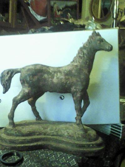 Häst i gjutjärn en mycket trevlig kuse