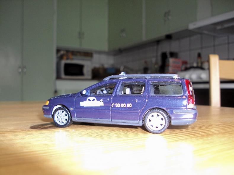 1:43 VOLVO V70 Årsmodell 2000