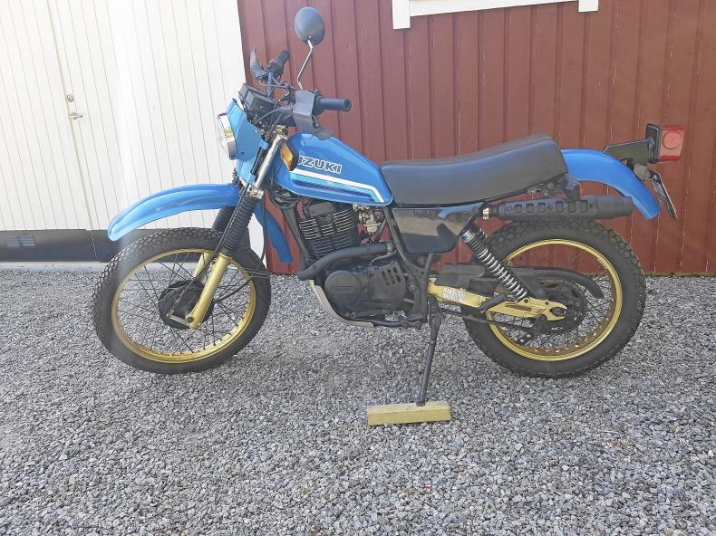 mobile_Suzuki DR 400S