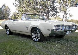 Oldsmobile Cutlass Supreme Convertible - 1968