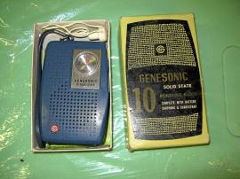 Gammal liten transistorradio
