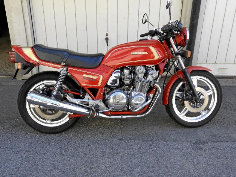 mobile_Honda 900 F