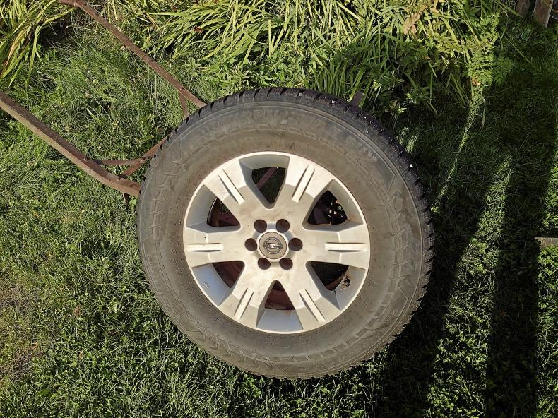 Fälgar däck Nissan King CAB och Toyota Hilux
