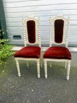 2 st antika klädda stolar i okej skick, måla själv