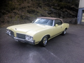mobile_Oldsmobile Cutlass cab