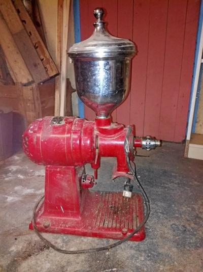 Gammal elektrisk kaffekvarn