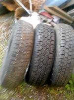 2 st kompletta hjul ett löst däck