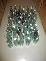 Gamla drickaflaskor med porslinskork