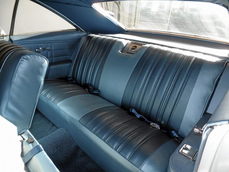 Chevrolet Impala 2-dr ht Sport Coupe