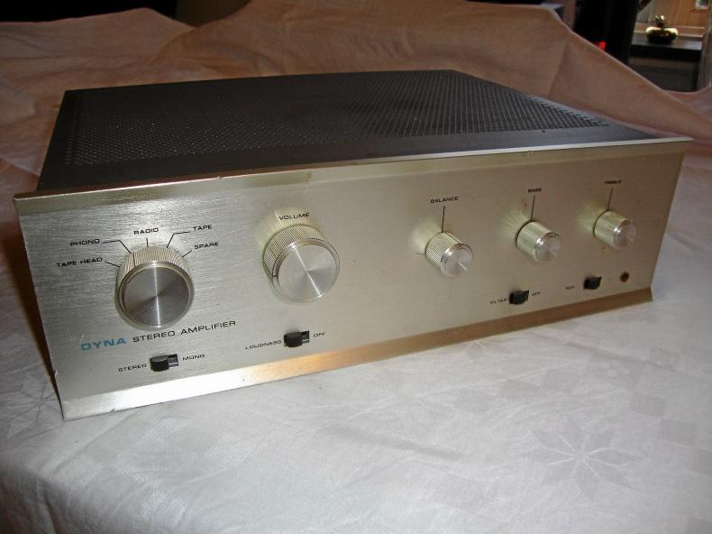 Gammal stereoförstärkare