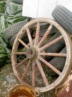 Hästvagnshjul i bra skick