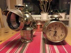 Lampa och klocka