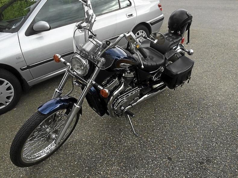mobile_Suzuki Intruder VS800