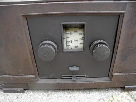 Gammal radio med högtalare