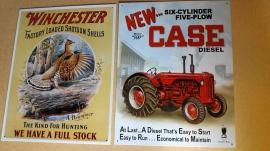 Lackerade plåtskyltar CASE och Winchester