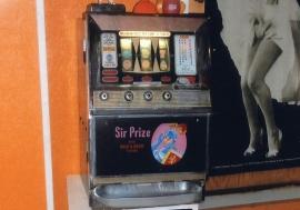 Enarmad bandit, Sir Prize