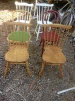3 par olika stolar varav ett par antika, de bruna
