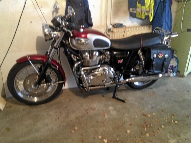 mobile_Triumph Bonneville