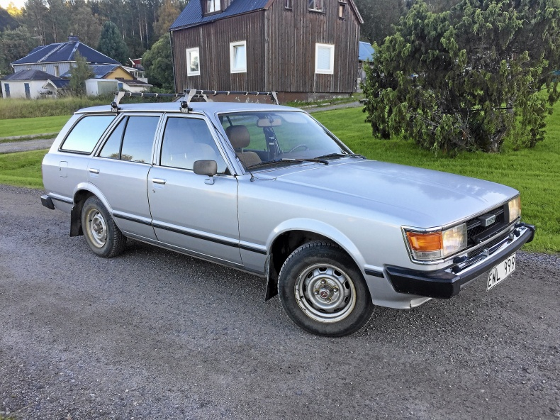 mobile_Toyota Carina Combi 1.8