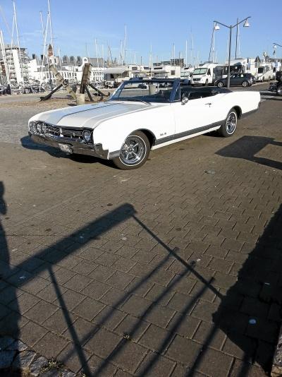 mobile_Oldsmobile delta 88 cab