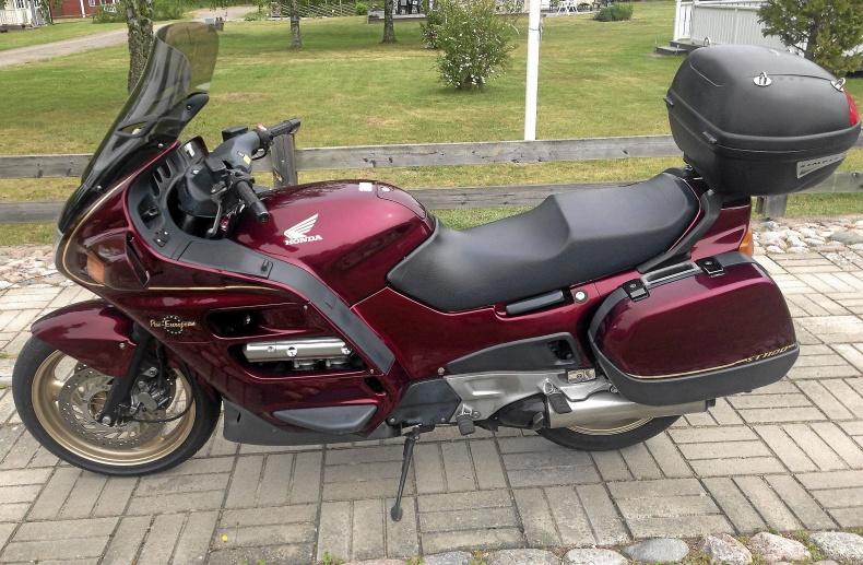 mobile_Honda ST 1100 Pan European