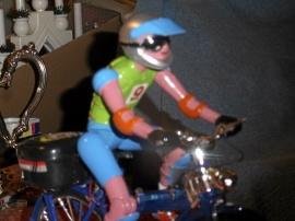 Cyklist fullt utrustad