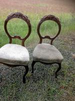2 st stolar med ålder och i bra skick