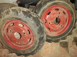Traktormönstrade däck med fälg!