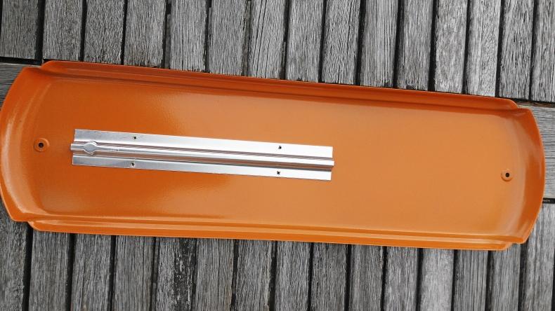 CASE väggtermometer av metall