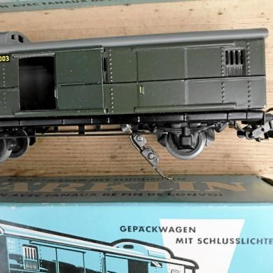 MÄRKLIN  -50 tal 4 vagnar i metall