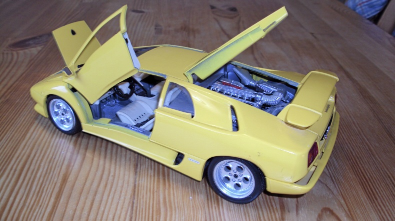 Lamborghini SE Skala 1:18